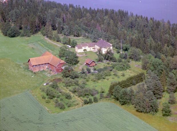 widerøe flyfoto skråfoto Holmestrand Rove Botne gårdsbruk bondegård